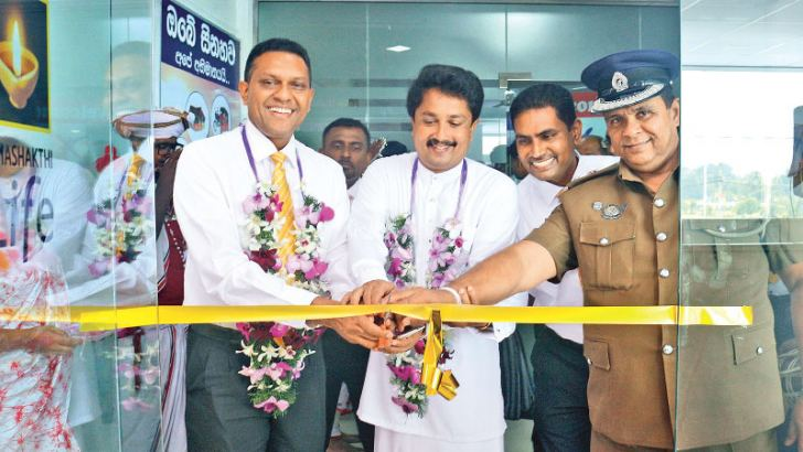 Janashakthi Insurance Director and Chief Executive Officer Jude Fernando of opens the Kurunegala branch, Sumith Bandara Udawasala Deputy Mayor of Kurunegala,   Anurasiri Karunarathne Provincial Sales Manager of Janashakthi Insurance and Mahinda Dissanayake  Senior Superintendent of Police, Kurunegala Police Division.
