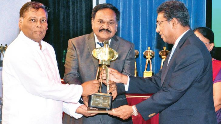 Narayanasamy Gokulakrishnan -Chairman / Managing Director, receiving the award from Minister Harsha De Silva, looking on is Sinnathamby Balasundaram – Director.