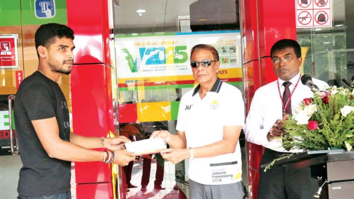 People's Bank Chairman Hemasiri Fernando hands over 'Enterprise Sri Lanka' loan document to an entrepreneur.