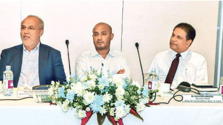 Ministers Rauff Hakeem and Duminda Dissanayake at the workshop.