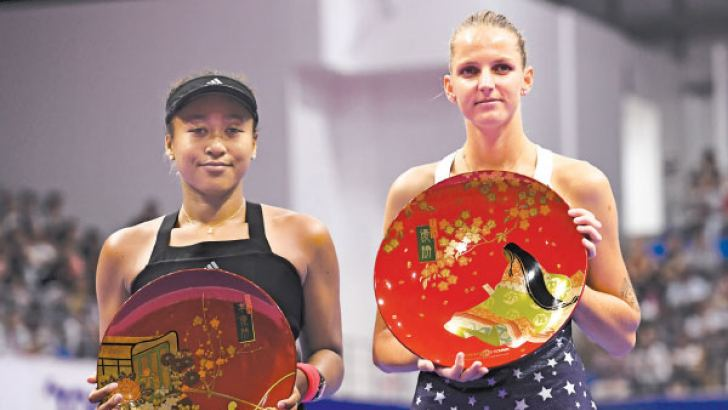 Winner Karolina Pliskova of the Czech Republic (R) and second-placed Japan's Naomi Osaka pose with their trophies after the women's singles final at the Pan Pacific Open tennis tournament in Tokyo on September 23. AFP