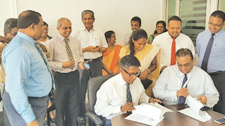Prof. Asitha De Silva, Chairman of National Medicines Regulatory Authority (NMRA) and Thareendra Kalpage, Chief Operating Officer of Epic Lanka Technologies, signing the official agreement. Key members from NMRA including Dr. Kamal Jayasinghe, Chief Executive Officer / Director General (standing in left), National Medicines Quality Assurance Laboratory, Information and Communication Technology Agency of Sri Lanka (ICTA) and Epic Lanka Technologies look on.