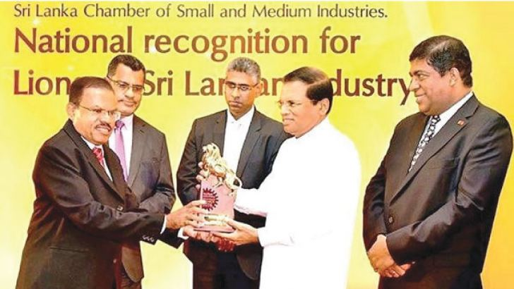 Superintendent Atale Estate Lakshman Amaratunga receiving the industrial Excellence Gold award from President Maithirpala Sirisena
