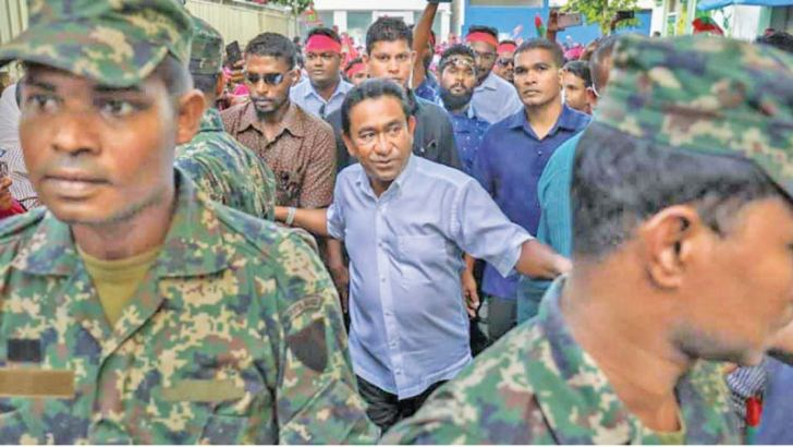 Former Maldivian President Yameen Abdul Gayoom (C) surrounded by his bodyguards.