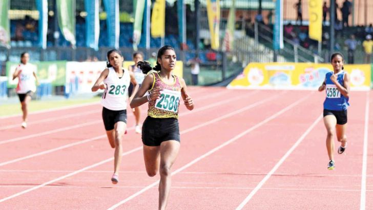 Sanjana Edirisinghe (2586) of President's College, Nawala winning the girls' U-16 400m event with a new meet record.