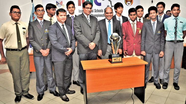 Dr. Harsha Alles, Chairman Gatway Group and TISSL  officials are seen here with the trophy. (picture by Herbert Perera)