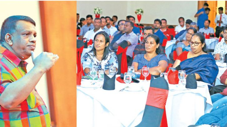 Skills Development Specialist – Sanath Gamage addressing entrepreneurs in Galle