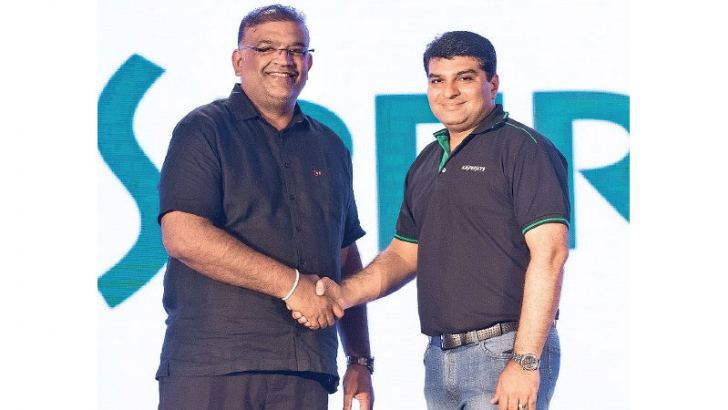 Sanjaya Padmaperuma, Chief Executive Officer, SATL with Shrenik Bhayani, General Manager, South Asia, Kaspersky Lab.