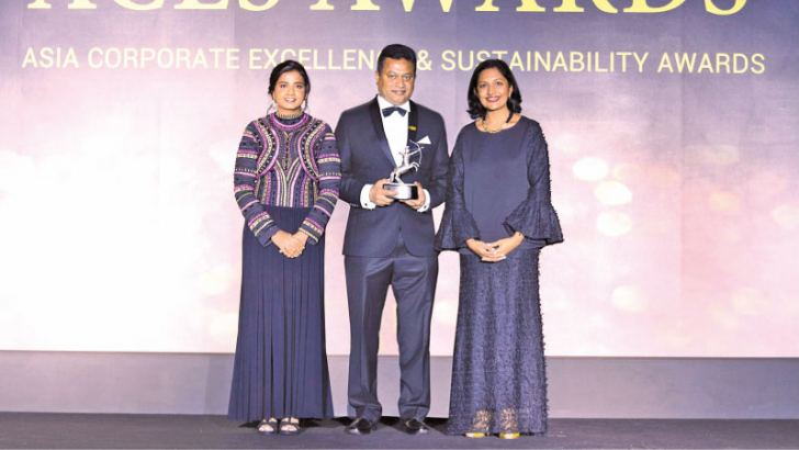 Commercial Bank's Assistant General Manager, Services, Chinthaka Dharmasena with the Green Company of the Year Award presented to the Bank at the ACES Awards in Singapore