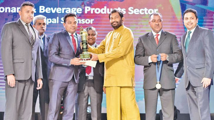Chaminda Thambawita, Market Development Manager International Markets receives the award. Looking on are Buddhika Abayakoon, Head of International Marketing Consumer Foods Sector/Assistant Vice President, JKH and Jayanath Ekanayake, Assistant Manager Export Operations.