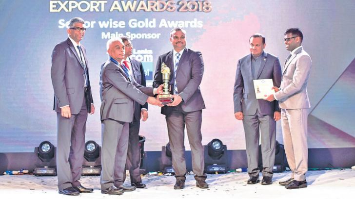 A.P. Jayarajah, Chief Executive Officer of Wellawatte Nithyakalyani Jewellery receives the NCE Award.
