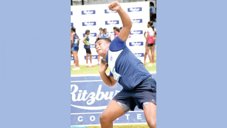 Naveen Marasinghe making his record braking attempt in the U-15 shot put event