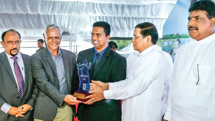 President Maithripala Sirisena, Ameer Ali Shihabdeen, Deputy Minister of Fisheries and Aquatic Resources Development, Dr. Tim Dejager, Director Divron Bioventures (Pvt.) Ltd., Shan Meemanage, Director, Divron Bioventures (Pvt.) Ltd., State Minister, Dilip Weddearahchi at the event