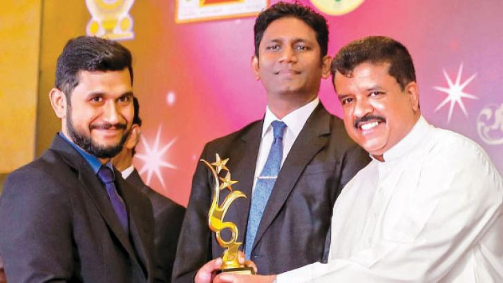 General Manager of Guideline Marketing H.M. Lahiru Kumarasinghe receives the award