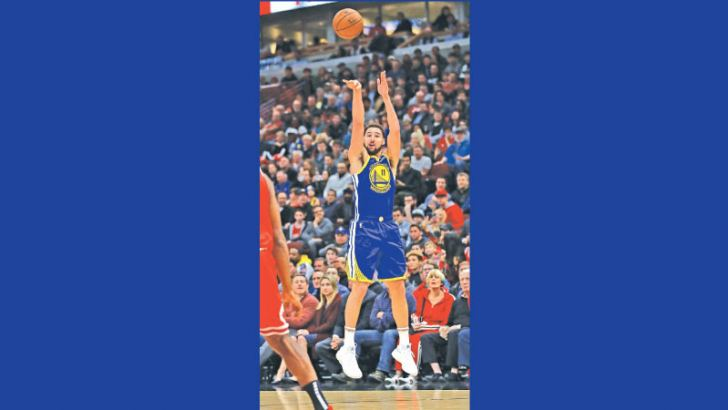 Klay Thompson #11 of the Golden State Warriors puts up a three point shot on his way to a game-high 52 points against the Chicago Bulls at the United Center on October 29, 2018 in Chicago, Illinois.  AFP