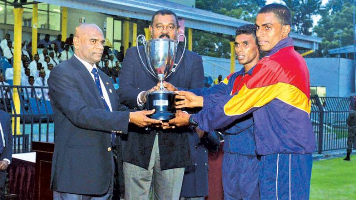 Men's overall champion Sri Lanka Electrical and Mechanical Engineers Regiment captain receiving the champion trophy from the chief guest  Army Commander Lt. Gen. Mahesh Senanayake.