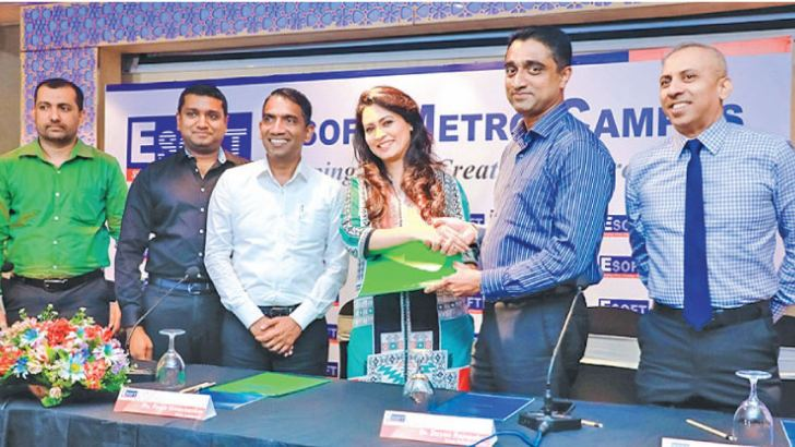 Dr. Dayan Rajapakse, Chairman/Managing Director of the ESOFT group and actress Pooja Umashankar exchanging the agreement.