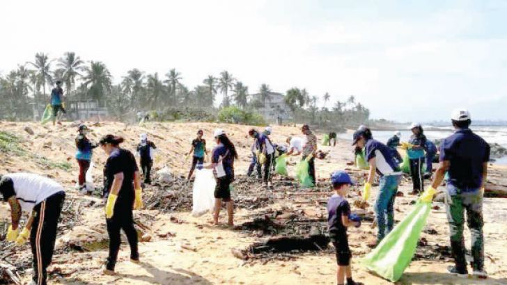 McLarens Group volunteers to clean up the Uswetakeiyawa area.Volunteers across the Group doing their part to clean up the beach.