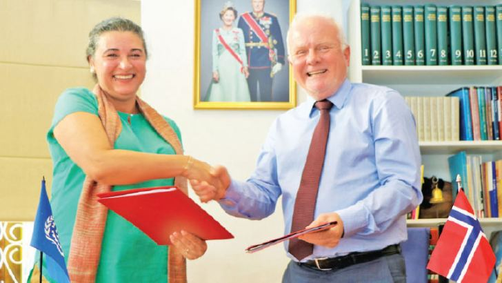 Norwegian Ambassador Thorbjørn Gaustadsæther and ILO Country Director Simrin Singh at the signing of the agreement.
