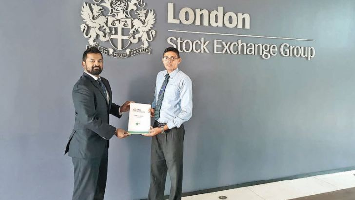 Shanaka Abeywickrama, Head of Marketing and Communications – Sri Lanka and Group Technology of LSEG and Kapila Liyanage, Manager, Career Guidance of NSBM exchanging the partnership documents