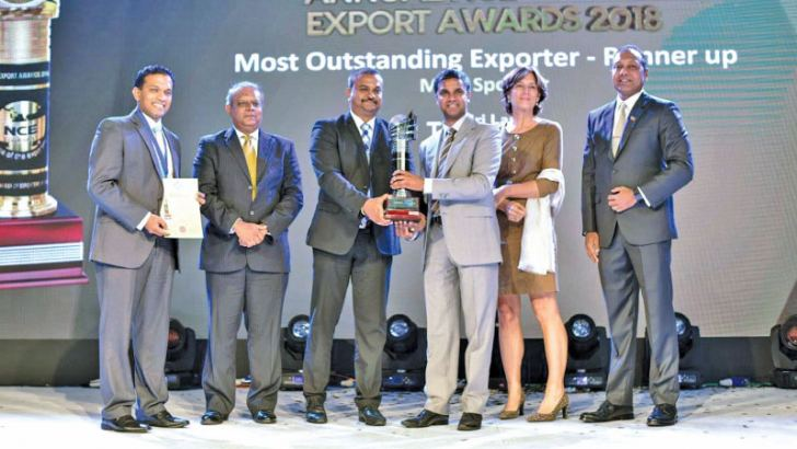 Shaminda Yaddehige receiving the award at 26th Annual NCE Export Awards 2018