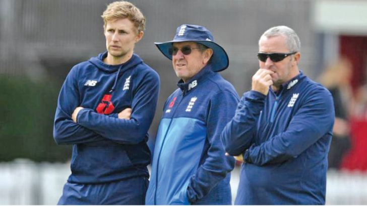 England captain Joe Root (left) with head coach Trevory Bayliss and assistant coach Paul Farbrace.