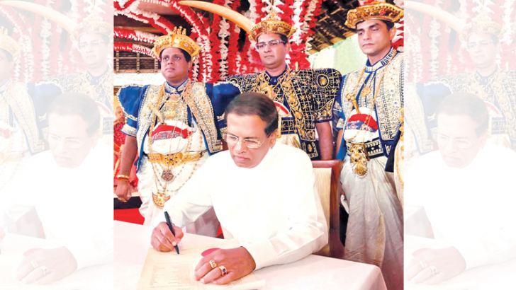 President Maithripala Sirisena signs the declaration stating that the 81 who took part in the 1817 Uva Wellassa Rebellion are heroes.