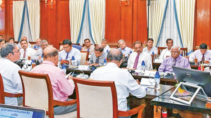 President Sirisena in discussion with the other participants. Picture by President's Media Division.