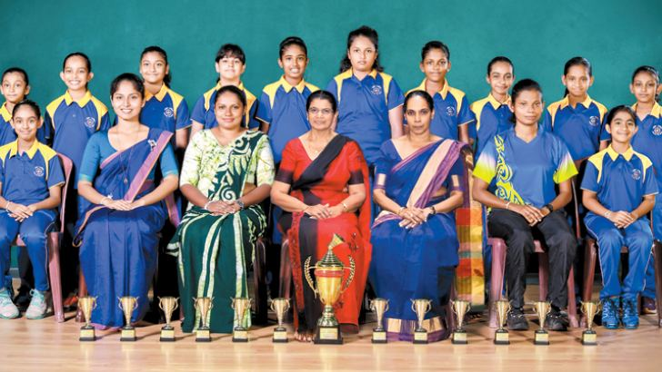 Champion Musaeus team with officials: Seated from left: Ayansa Alwis (Captain), Peshali Perera (Teacher), Thilini iyumika (PTI), Nelum Senadeera (Principal), Shyamali Jayarathne (POG) Umanga Rathnayake (Coach), Thisuri Gunawardena (Vice Captain). Standing from left: Dulanya Karunarathne, Sanuki Suraweera, Sanaya de Silva, Methuki Perera, Sahasna Wicramasinghe, Dinara Amarasekara, Sanuki Kapuge, SelaniPerera, Kalani Wanigasekara, Sethumi Jayaweera.