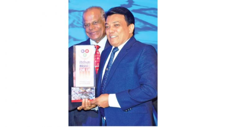 The Chairman and the Executive Director of British Way English Academy, Dr. H.A.S. Geethadewa receiving the award