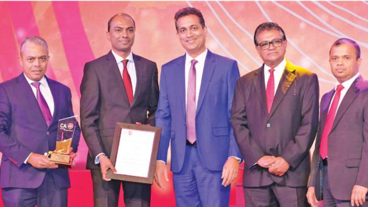 Iftikar Ahamed, Managing Director of Softlogic Life and Nuwan Pushpakumara, Head of Finance of Softlogic Life receiving the Insurance Companies Gold Award at the CA Annual Report Awards 2018