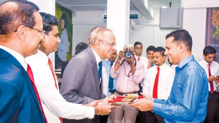 Prashantha Lal de Alwis, Duputy Chairman Siyapatha Finance accepted the first transaction of the Maharagama branch, in the presence of  Saman Herath, Managing Director and Andrew Newman Branch Manager Maharagama.