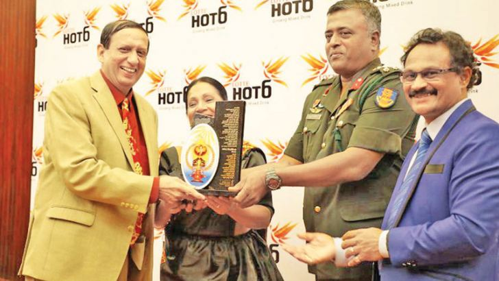Army Brigadier Sumith Atapattu presenting the award to Army Media Advisor Sisira Wijesinghe, while actress Sriyani Amarasena and Awarding Organisation General Secretary Suranga Ranjan look on.