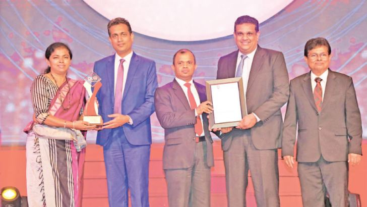 HNB Deputy General Manager Legal and Company Secretary, Thushari Ranaweera accepting the Silver Award for Corporate Governance Disclosure from Heshana Kuruppu Chairman of the Annual Report Awards Committee 2018, Sanjaya Bandara Alternate Chairman of the Annual Report Awards Committee 2018, Murtaza Normanbhoy, Senior Manager  Internal Audit, HNB and Prasanna Liyanage Secretary of The Institute of Chartered Accountants of Sri Lanka is also in the picture.