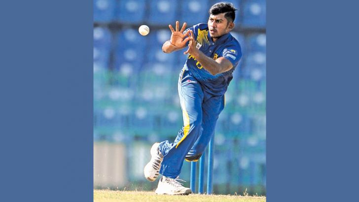Kamindu Mendis in action.