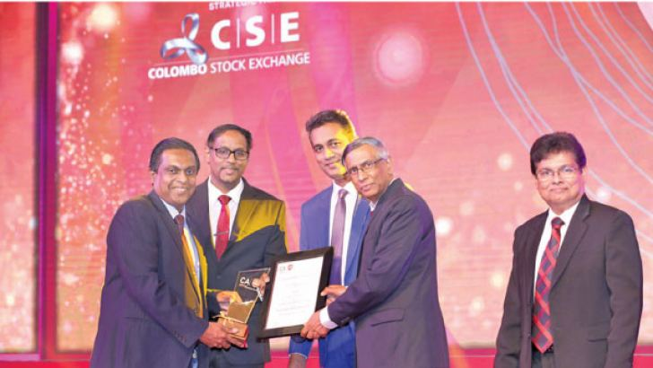Channa de Silva, GM/CEO of LankaClear and  Rasika Galappaththy, Head of Finance of LankaClear receiving the award from Prof. Lakshman Watawala, Past President – CA Sri Lanka and Heshana Kuruppu, Chairman – Annual Report Awards