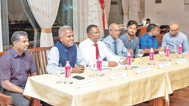 Kushil Gunasekara Founder and Trustee of FoG (Second from Left) speaking about MOU between FoG and NOC. Also in the picture are (From Left) Muttiah Muralitharan, NOC President Suresh Subramanium, Secretary Maxwell de Silva, Kumar Sangakkara and Mahela Jayawardena.