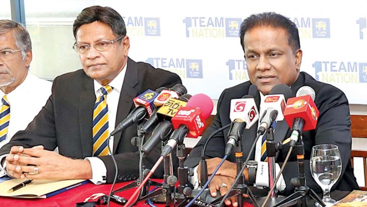Thilanga Sumathipala speaking at the press conference held at the SSC on Monday. Presidential candidate Mohan de Silva is on his right.