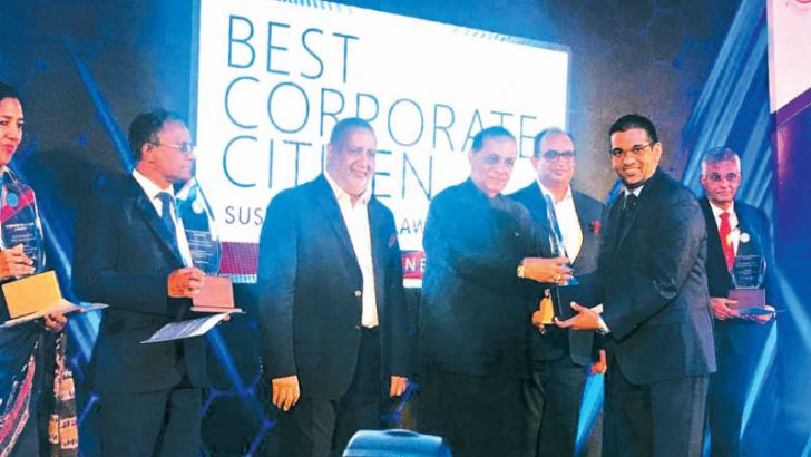 Director/Deputy CEO/CFO of CDB, Damith Tennakoon receives the trophy for CDB as one of the Ten Best Corporate Citizens in Sri Lanka from chief guest - Speaker Karu Jayasuriya while Chairman of the Ceylon Chamber of Commerce, Rajendra Theagarajah and Vice Chairman, Vish Govindasamy look on