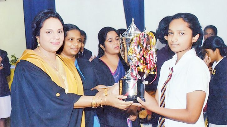 'Piripun Diyaniya Award' for the Best All Rounder was received by Chathuni Liyanage from the Chief Guest Professor Wasanthi Pinto. Principal E W L K Egodawela looks on