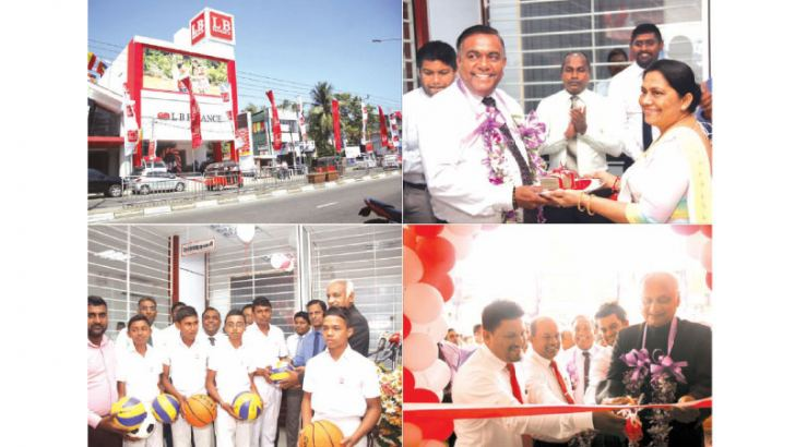 Niroshan Udage (Executive Director), Marlon Perera (Senior DGM) and the LB Finance Brand Ambassador Veteran Artist Sathischandra Edirisinghe and other Senior Management staff of LB Finance and the community of the area both Business and Retail at the opening.
