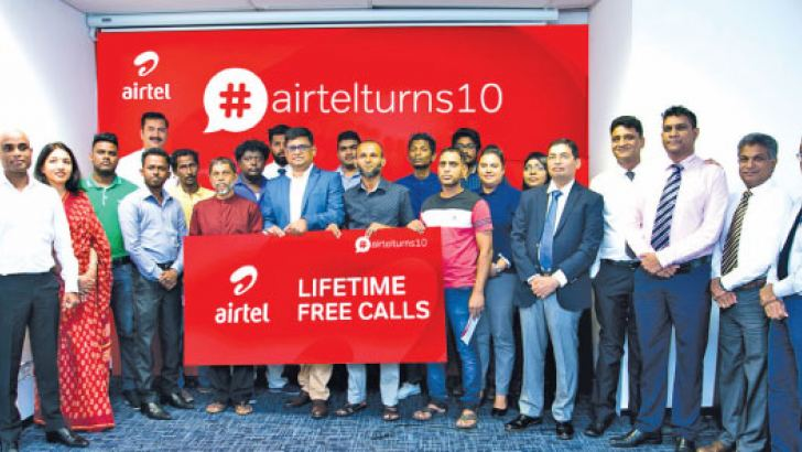 Executive Committee of Airtel Sri Lanka rewarding long-standing customers since their inception.