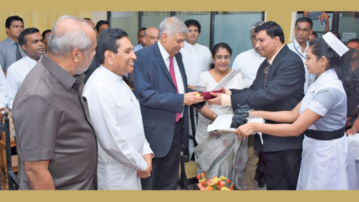 Prime Minister Ranil Wickremesinghe was the Chief Guest at the ceremony to mark the declaration of the Ratnapura Provincial General Hospital as a Teaching Hospital affiliated to the Sabaragamuwa University Medical Faculty. The Prime Minister being presented a scroll containing the declaration. Ministers Rajitha Senaratne, Thalatha Athukorale and Rauff Hakeem were also present. Picture by Hirantha Gunathilake