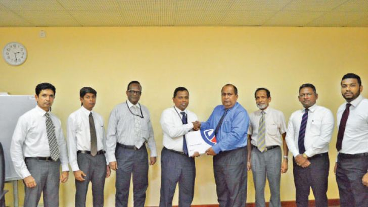 HDFC Bank and People's Insurance officials exchanging the MoU