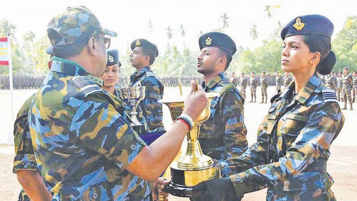 Air Force Commander Air Marshal Kapila Jayampathy presents the trophy for Best All Rounder of the No 1 Special Air Borne Force Women's Course to Flight Lieutenant Lakshika Attale.