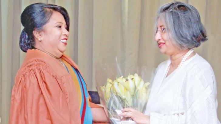 Prof. Maithree Wickremesinghe being welcomed by Executive Director, Academy for Administrative Professionals, Dr Sunethra Nugawela, Pictures by Chaminda Niroshana