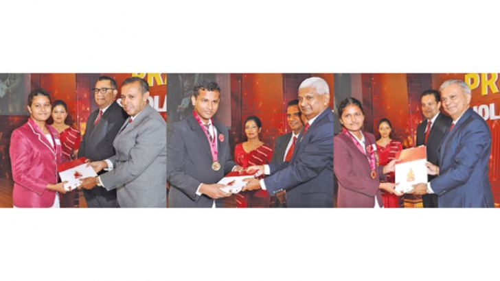 Some of the beneficiary students receive Ceylinco Life Pranama scholarships from the Chief Guest Prof. Kapila Perera, Ceylinco Life Chairman R. Renganathan and the Company's Managing Director  Thushara Ranasinghe.