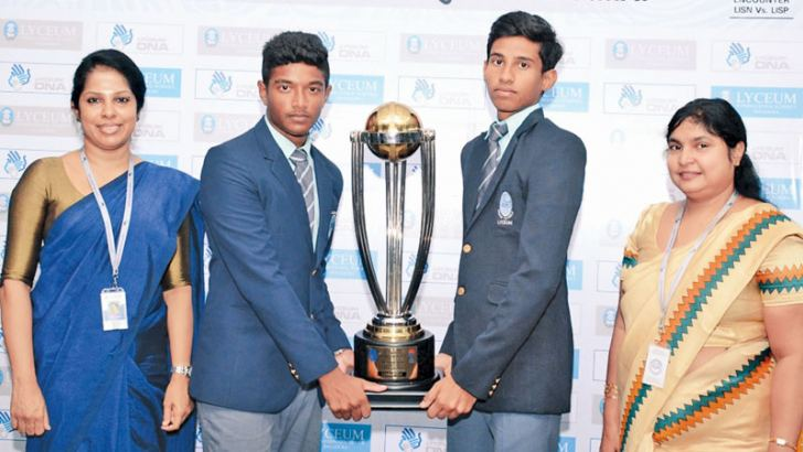 The skipper of Lyceum Nugegoda team Senura Hansaja and Lyceum Panadura captain DevinRodrigo (2nd and 3rd from left respectively) poses for a picture with Nikitha Grero Challenge Trophy. Principal of Lyceum Nugegoda Mrs.Duleeka Mendis (left) and Panadura Lyceum Principal Mrs. Kumari Wijeratne(right) are also in the picture.