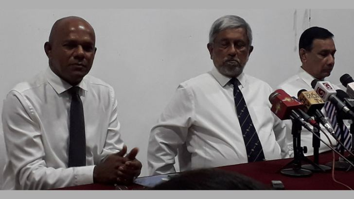 Former Army Commander Lt. General Daya Ratnayake, former Navy Commander Tisara Samarasinghe and former Air Force Commander Roshan Gunathilaka at the press conference. Picture by Dharma Sri Abeyratne