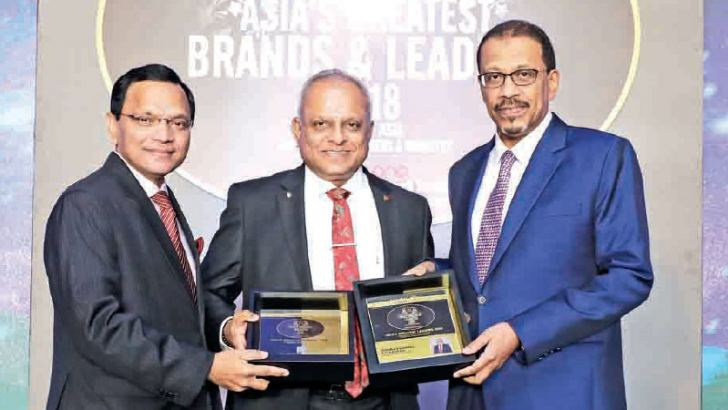 Kaushal Rajapaksa, Chairman/Managing Director, Kalhari Group receiving the Asia's Greatest Brands & Leaders Award 2018 from O L Ameer Ajwad – Acting High Commissioner in Singapore for Sri Lanka, and Dr Mohamed Omar Abdulla Balfaqeeh – Ambassador Extraordinary and Plenipotentiary in Singapore for the United Arab Emirates.